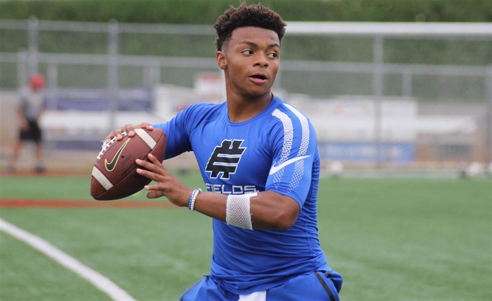 No. 1 QB Justin Fields commits to Georgia for 2018